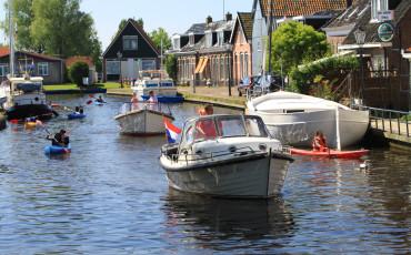 RiverCruise 23 kampeersloep - sloep huren in Friesland - Ottenhome Heeg