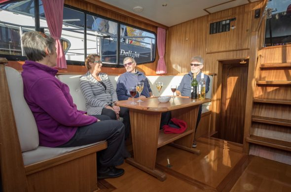 Ottenhome Heeg Foto2: Motorboot Vri-Jon Contessa 1200