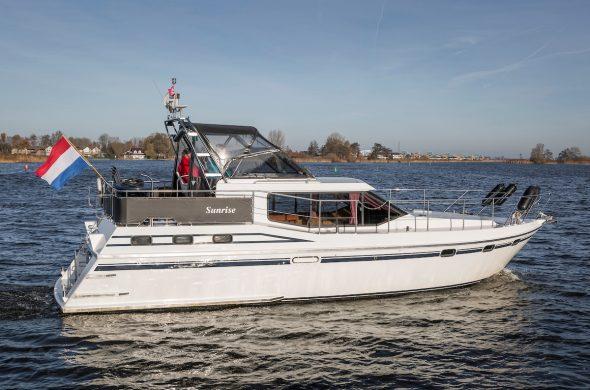 Ottenhome Heeg Foto 8: Motorboot Vri-Jon Contessa 1200