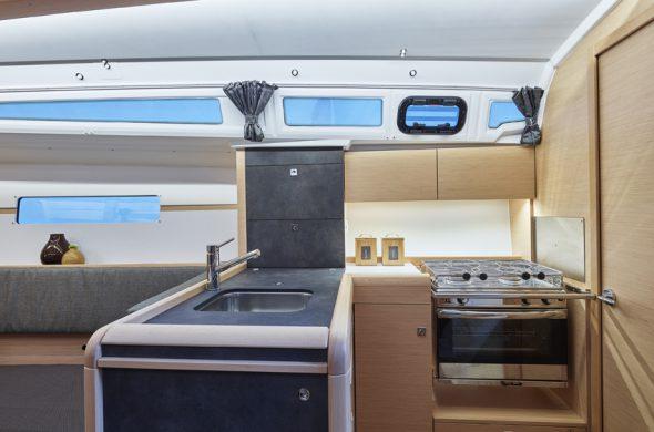 Küche vom Jeanneau Sun Odyssey 349 - Ottenhome Heeg