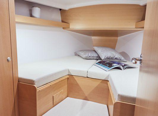 Doppelbett in Jeanneau Sun Odyssey 3919 - Ottenhome Heeg