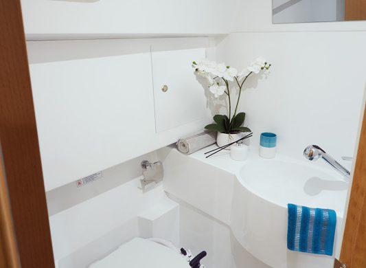 Toilette in die Sun Odyssey 319 - Ottenhome Heeg